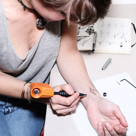 PTM-DIY-Tattoo-Machine-by-RCA-graduate-Jakub-Pollag-tattoos_dezeen_468_6
