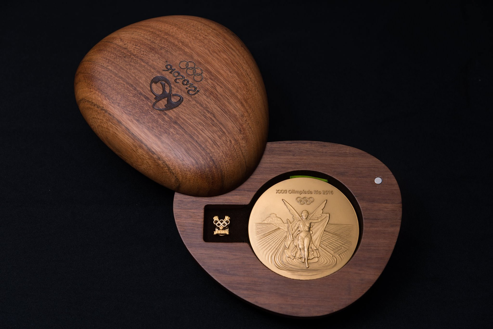 packaging olympic medals open gold